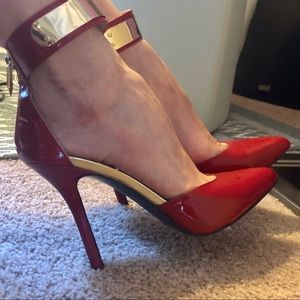 FERGIE Reg Pumps with Gold Ankle Strap
